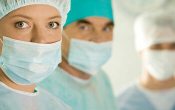 3 zdravotníci